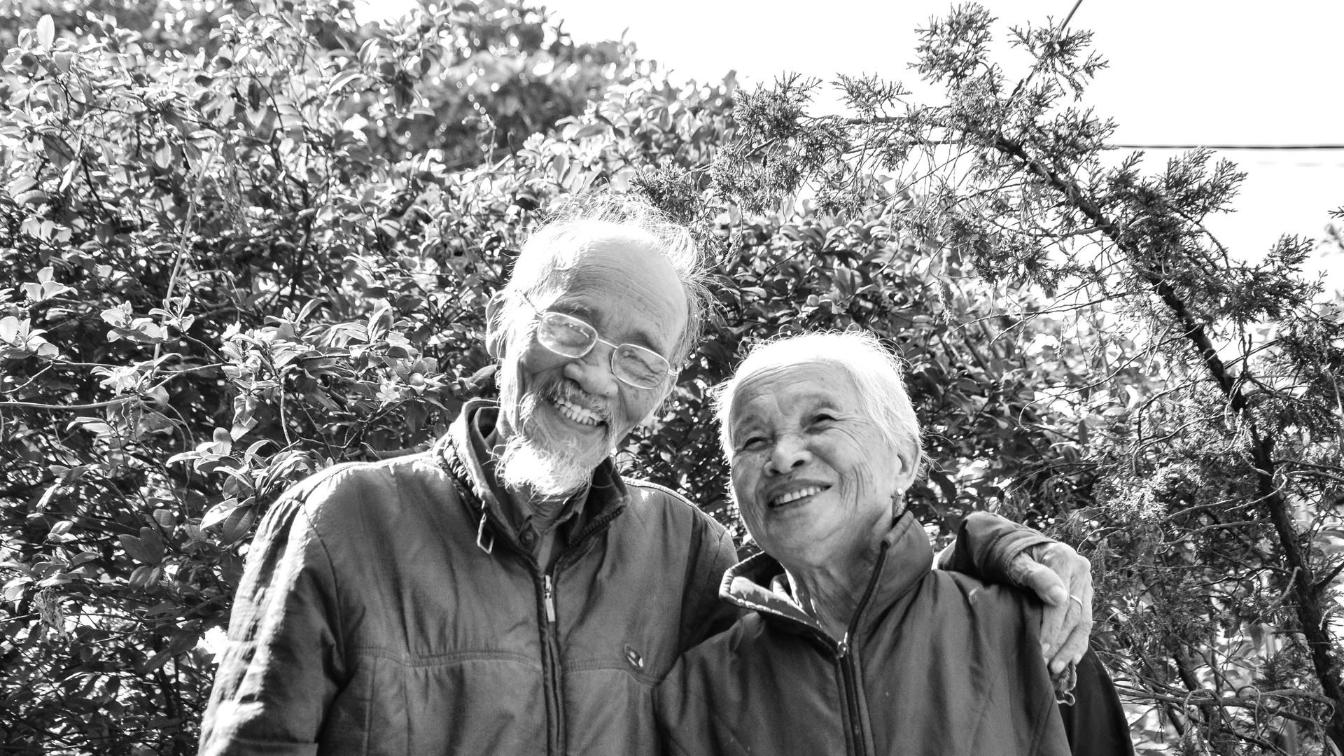 adults-couple-daylight-1642883_edited.jp