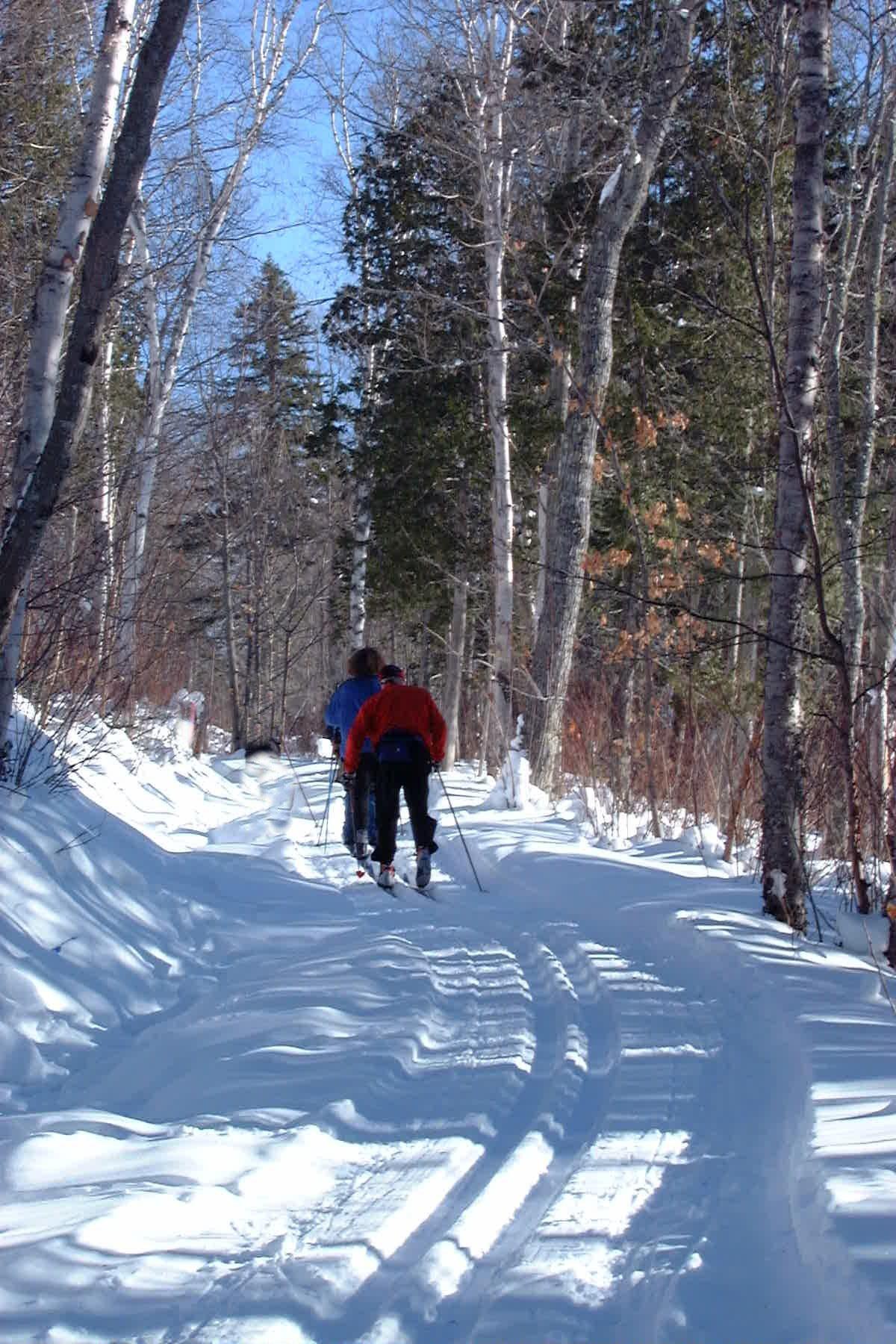 La Loutre Skieurs de dos