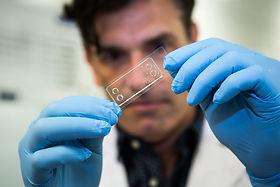 72dpi_2000px_microfluidic_chip-5.jpg