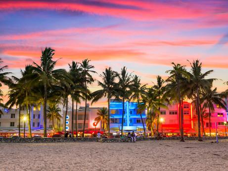 Palmen, Strand und Glamour - das ganz alltägliche Leben in MIAMI BEACH. Oder vielleicht doch ganz an
