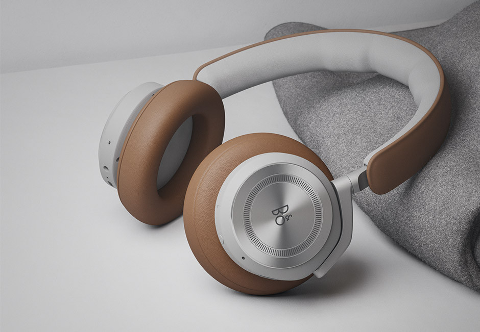 BANG & OLUFSEN Beoplay HX - lifestyle photo - brown