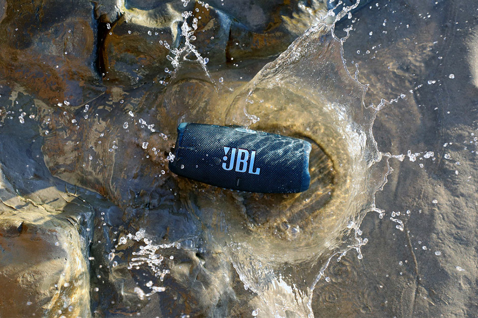 JBL Charge 5 - in water