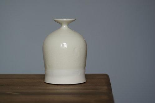 Stunted porcelain bottle vase in white glaze