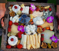 פלטת גבינות ענקית