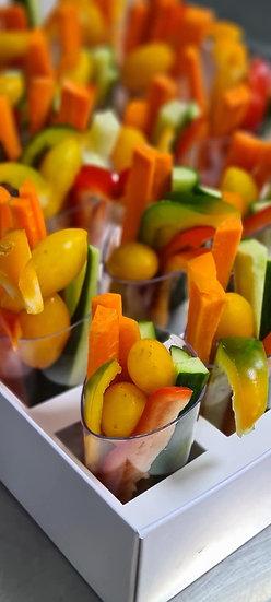 ירקות חתוכים בכוס