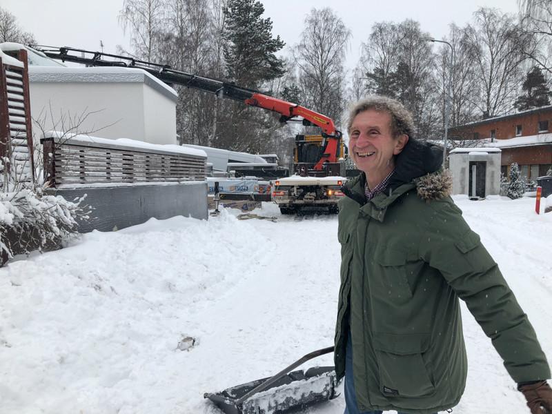 Ignazio huolehtii rakentamisen lisäksi lumitöistä.