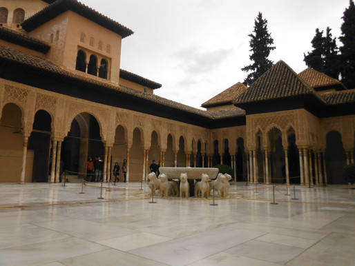 ...wussten Sie, dass man die Alhambra Tickets bereits vor dem Urlaub buchen sollte?