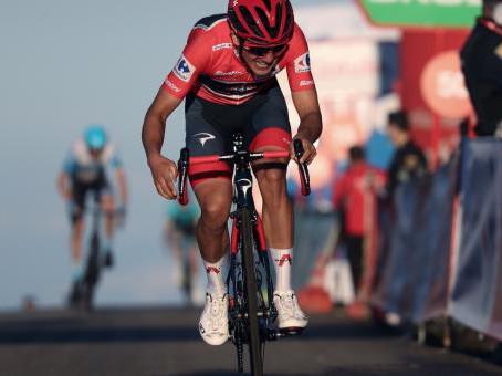 Richard Carapaz llegó segundo en la octava etapa de la Vuelta a España y mantiene el 'maillot' rojo