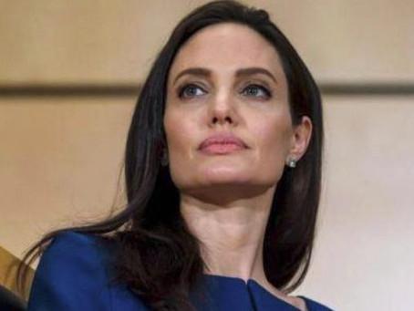 Angelina Jolie cada vez más animada para ingresar en la política