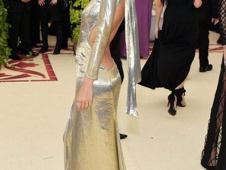 Emily Ratajkowski revoluciona con un cambio de look extremo