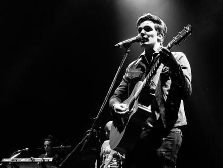 Alejandro Santamaría, nueva figura del pop latino, debutó en Argentina como invitado de Luis Fonsi y