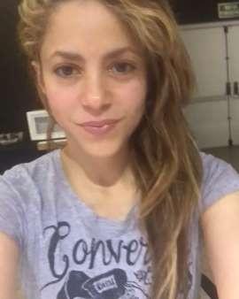 Critican a Shakira por no hablar español