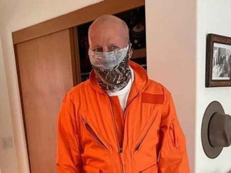 Bruce Willis reconoce su error públicamente por negarse a usar cubrebocas