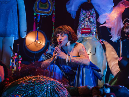 """Mon Laferte lanza su álbum acústico en vivo """"Sola Con Mis Monstruos"""" e inicia la gira #Mon"""