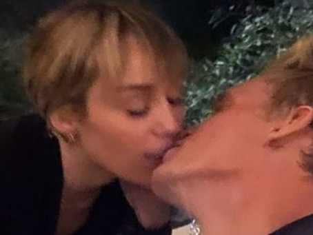 Madres de Miley Cyrus y Cody Simpson dan el visto bueno a su relación