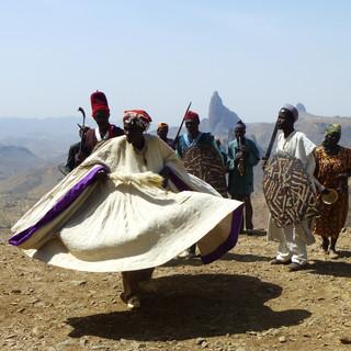 Traditionele dansen in Rhumsiki.JPG