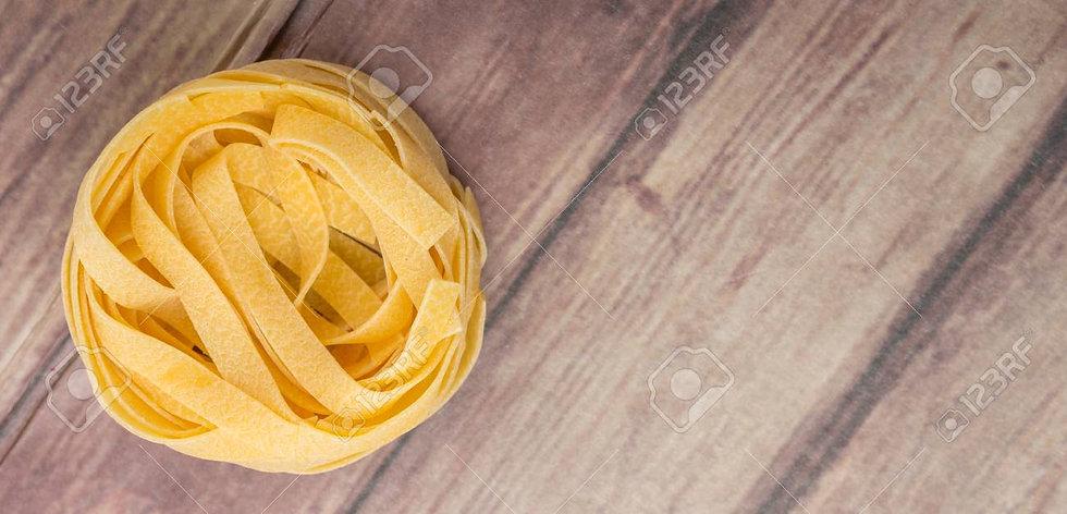 52750858-pasta-secca-tagliatelle-o-nastr