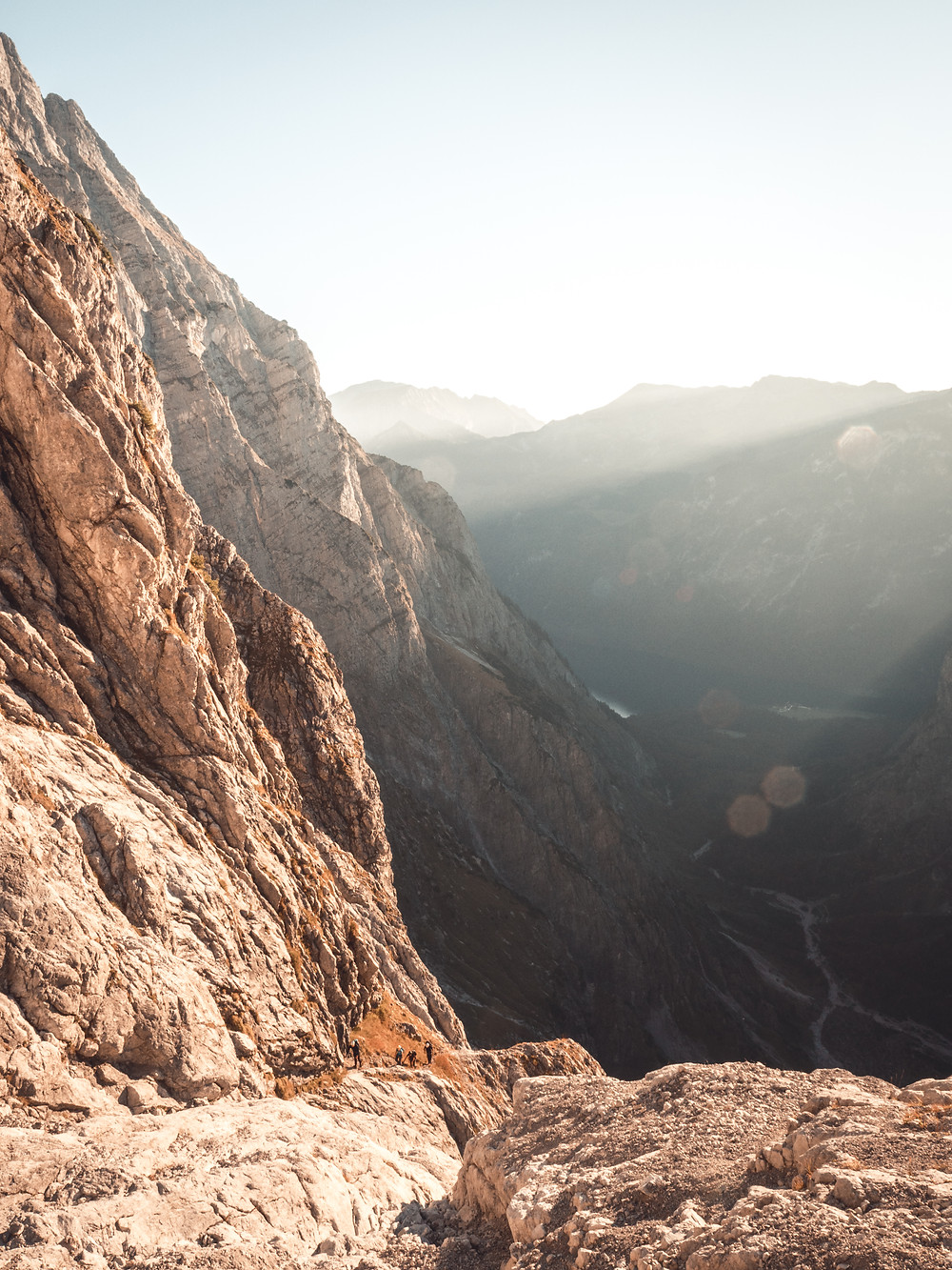 Oberhalb der Wasserfallwand