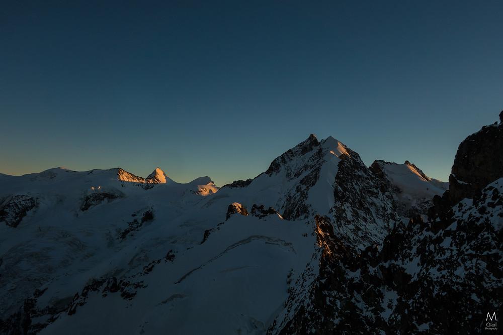 Im rechten Bilddrittel der Biancograt, gesehen vom Spraunzagrat kurz unterhalb des Gipfels des Pia Morteratsch