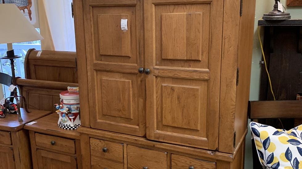 Armoire / Dresser