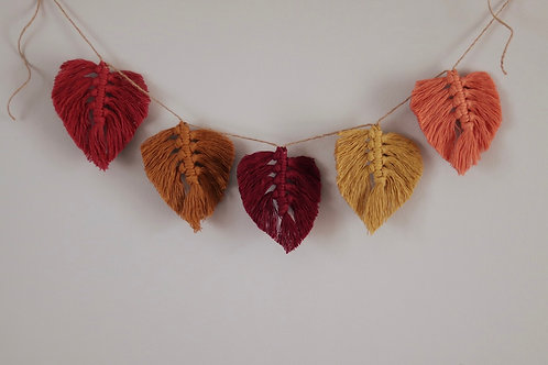 5 Feather Garland