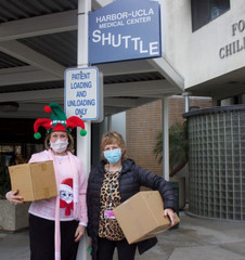 Sheri dropping off Christmas Happy Hats to Shari at Harbor-UCLA Medical Center