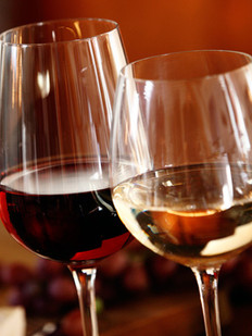 elegant-glasses-of-red-and-white-wine-gourmet food - farrys boutique hotel