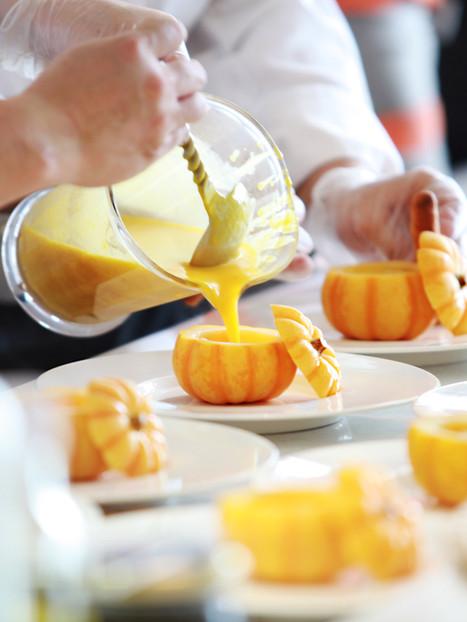 fruit-shake-pouring-gourmet restaurant - farrys boutique hotel