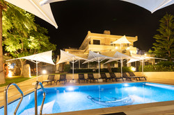 the farrys boutique hotel pool