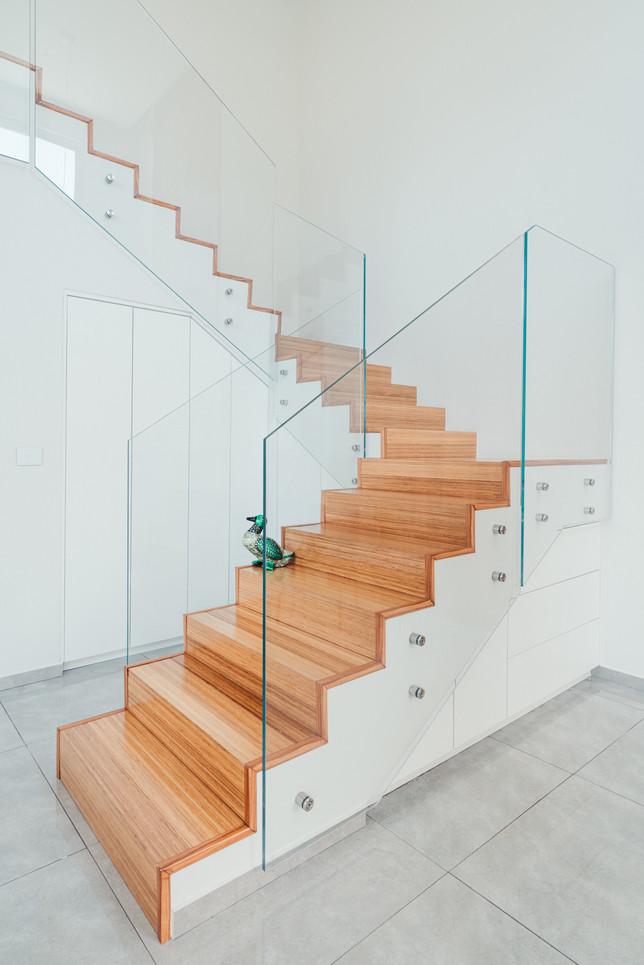ארון מדרגות 2.jpg