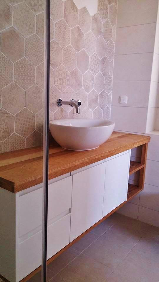 ארון אמבטיה משולב עץ.jpg
