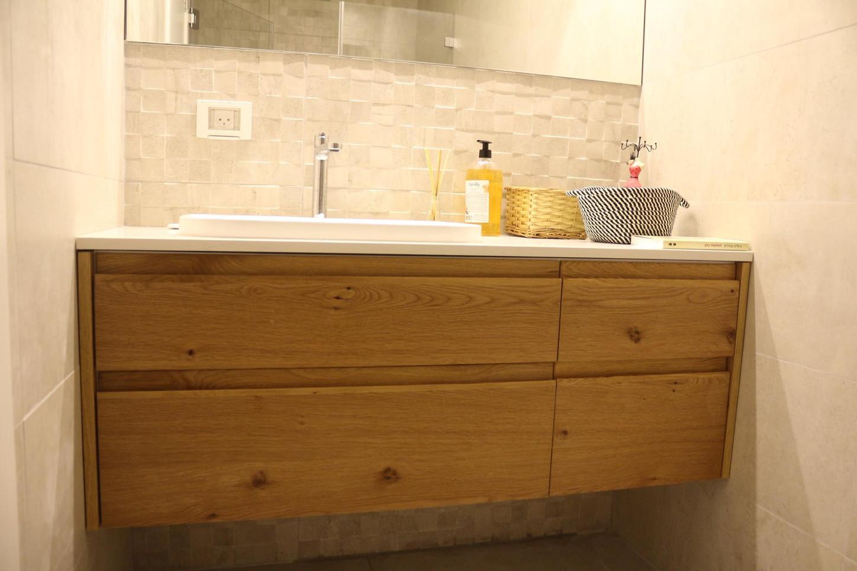 ארון אמבטיה חזיתות אלון.jpg