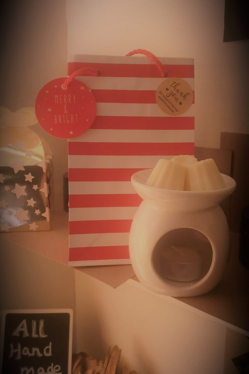 Xmas cheer atmosphere for your home!  with nutmeg, clove and tangerine