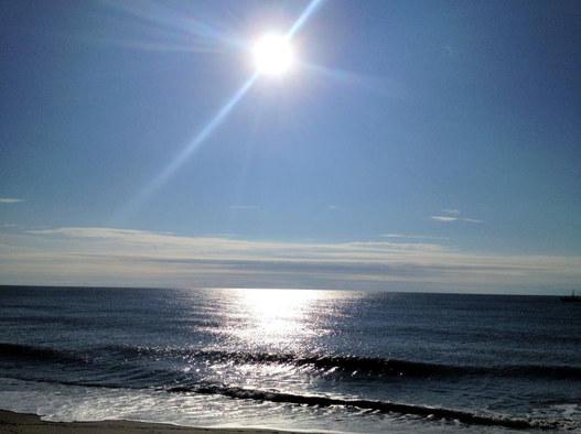 Sun gleaming on ocean ec.jpg