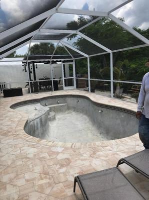 Concrete pool w/ tanning ledge