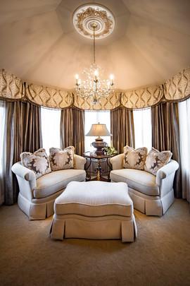 Luxury-Bedroom-Sitting-Room-Window-Treat