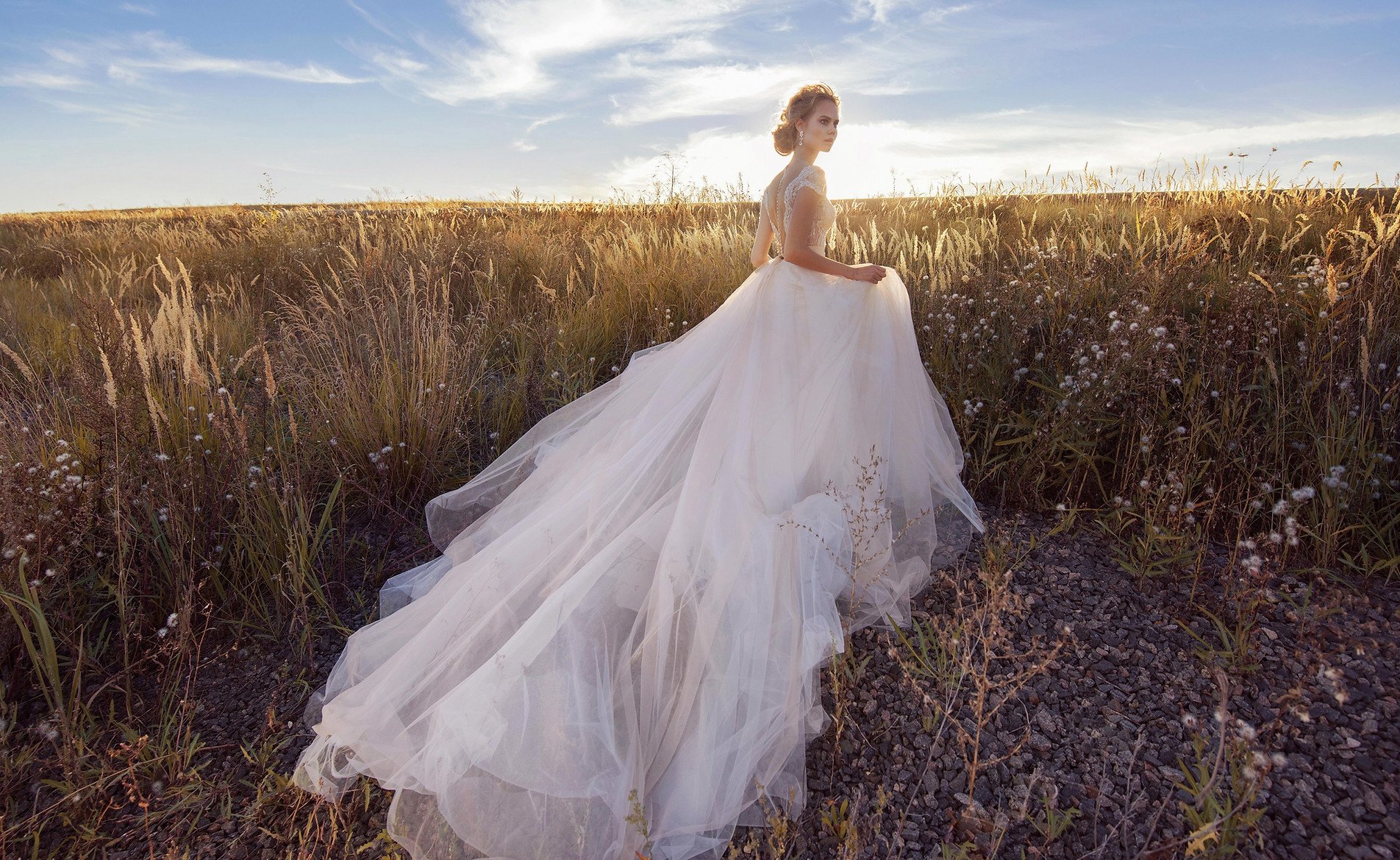 5044216-blonde-bride-girl-model-wedding-