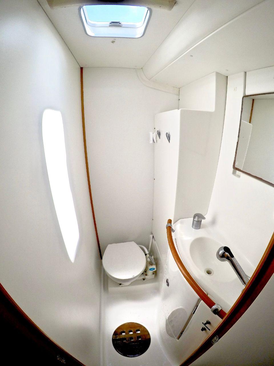 restroom of Lagoon 410