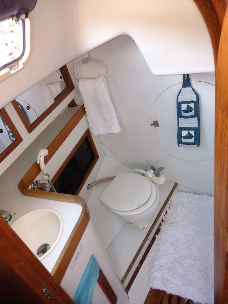Samoa 35 restroom