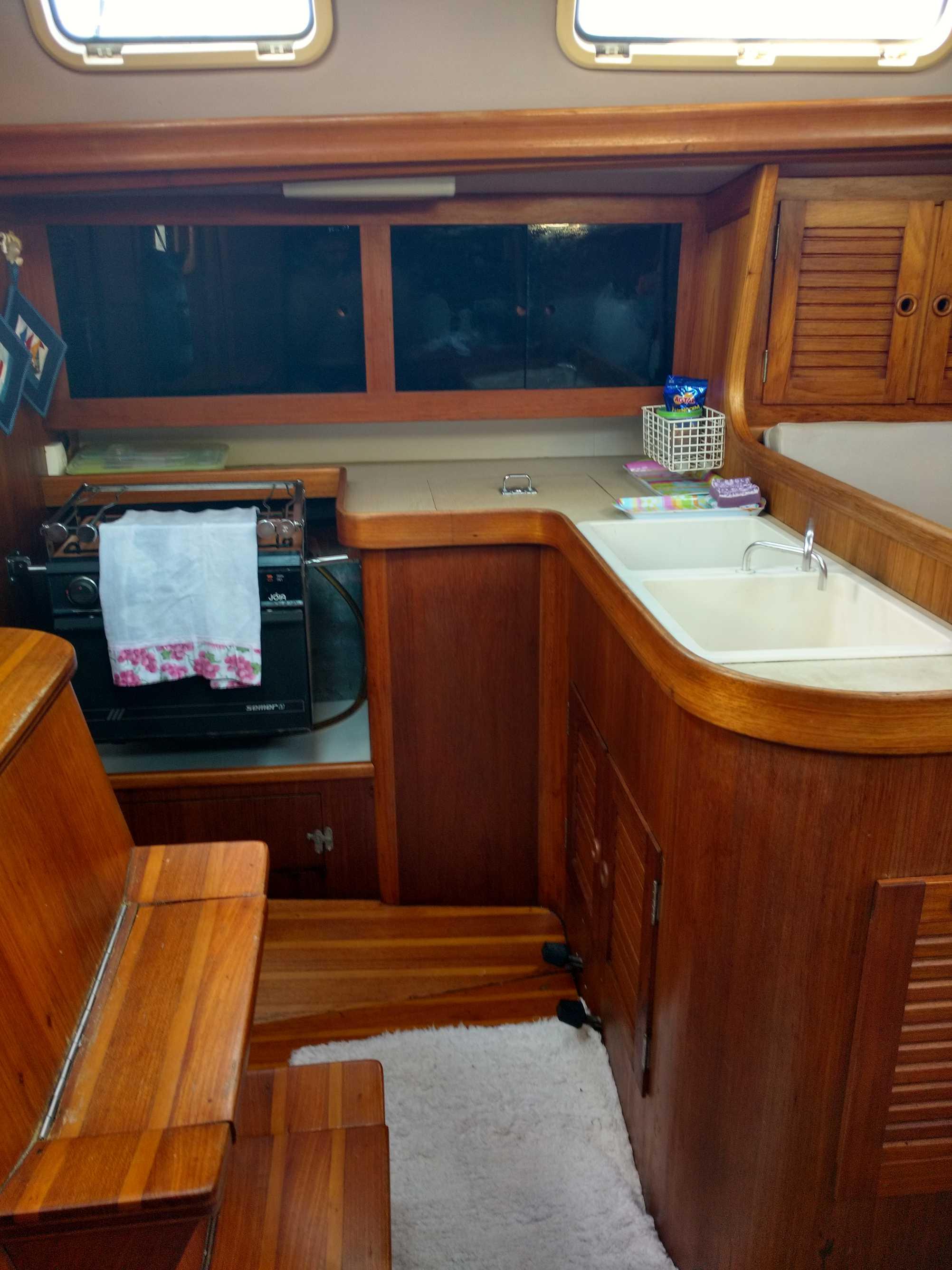 Samoa 35 kitchen
