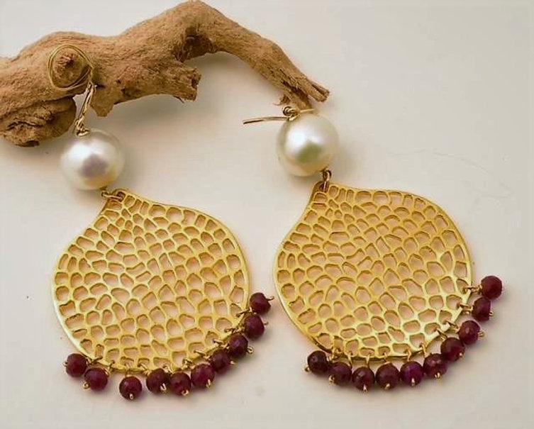 Honeycomb earrings wh silver pearl & ruby.jpg