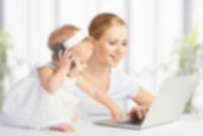 Maman et bébé contact téléphone ordi.jpg