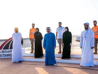 Hamdan bin Zayed主持了横跨达夫拉地区的铺轨工程的开工仪式