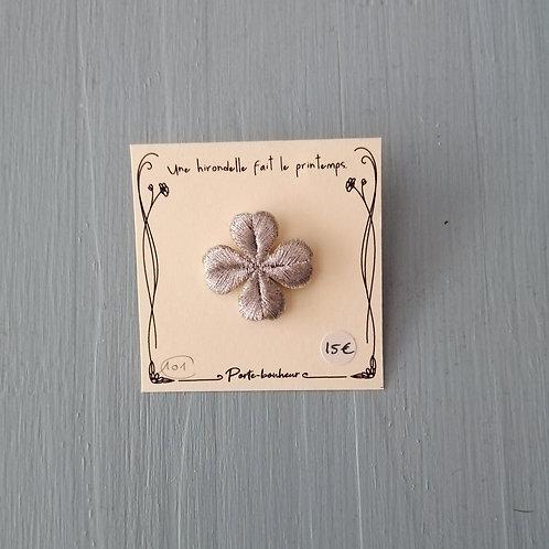 Pin's brodé PM n°101