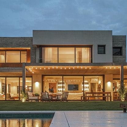Obra: Lagos CH Estudio: BZ arquitectos Producto: Aberturas de PVC Terminación: Black brown / Black brown exterior - Blanco interior