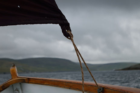 Sailing a Sandwick Maid round Mousa unde
