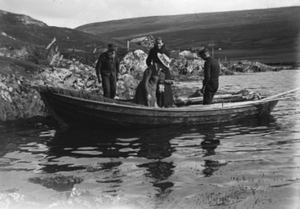 Fourareen ferrying passengers from Burra to Quarff. Smith, J. H. (c.1910) ©Shetland Museum & Archives.