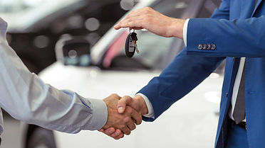 handshake-of-car-buyer-and-salesman-who-