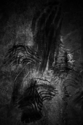 finger marks on black background photographer