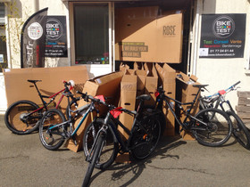 Livraison du jour! Plus de 20 vélos de la marque ROSE Bikes viennent d'arriver...